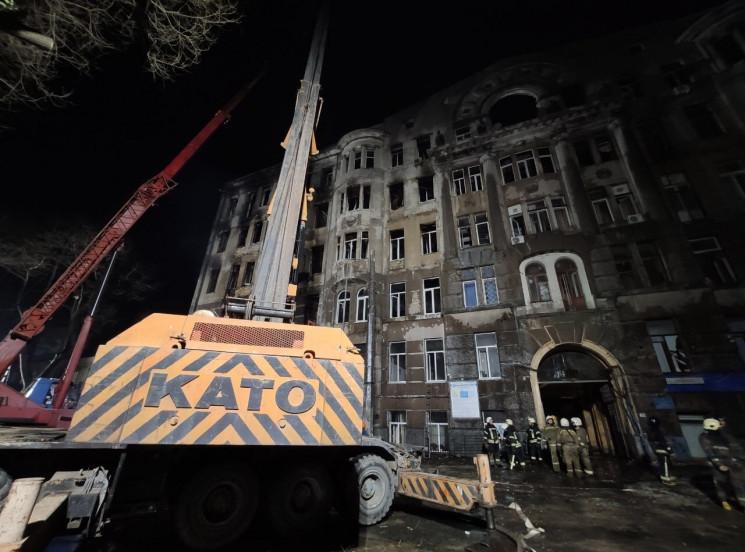 Завали на місці трагічної пожежі в Одесі…