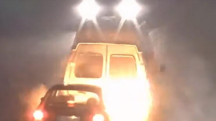 Удар та полум'я: У Кам'янському легковик…