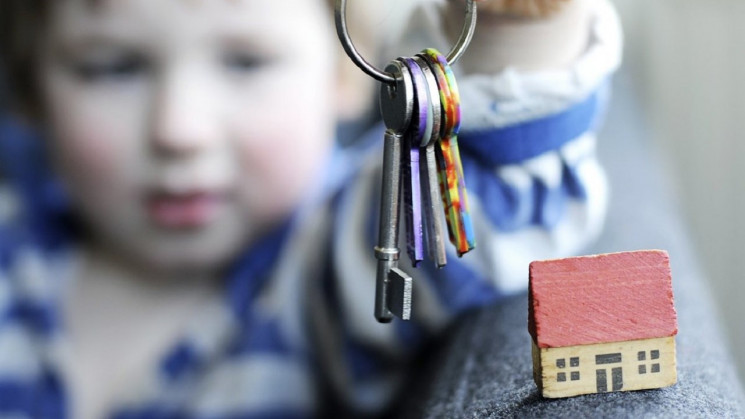 В Мукачево еще одна сирота получит жилье…