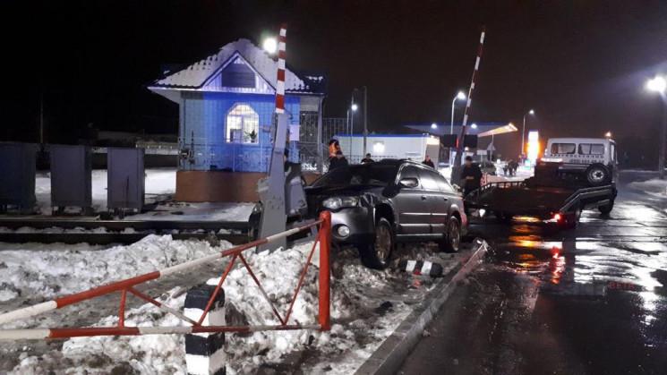 В Полтаве водитель Subaru въехал в шлагб…
