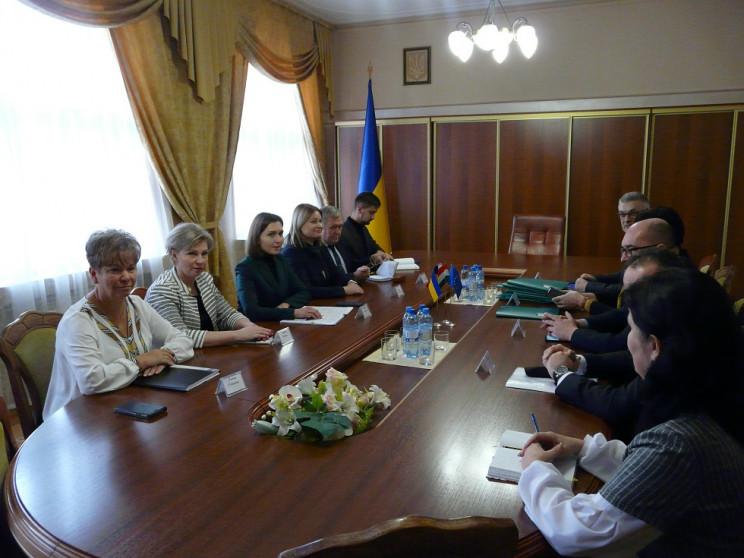 В Ужгороде министр образования встретила…