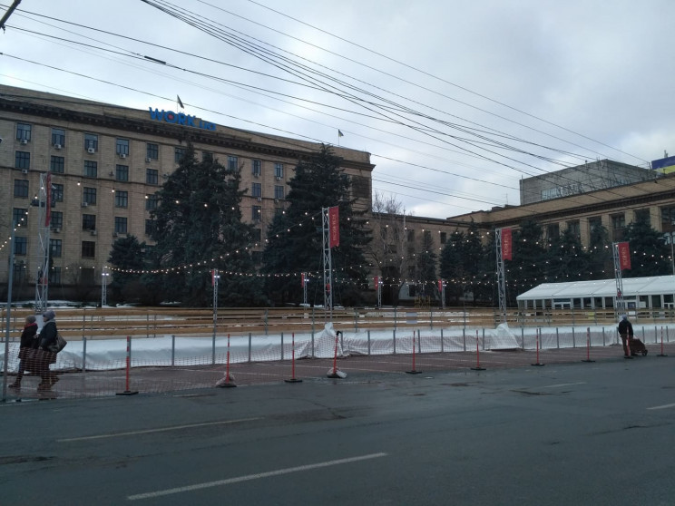 У центрі Дніпра відкрилася новорічна ков…