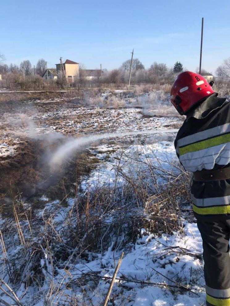 На Тернопільщині маштабна пожежа: горять…