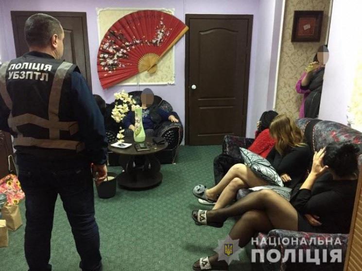 """У центрі Дніпра """"накрили"""" три борделі…"""