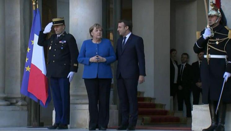 Меркель прибула до Єлисейського палацу…