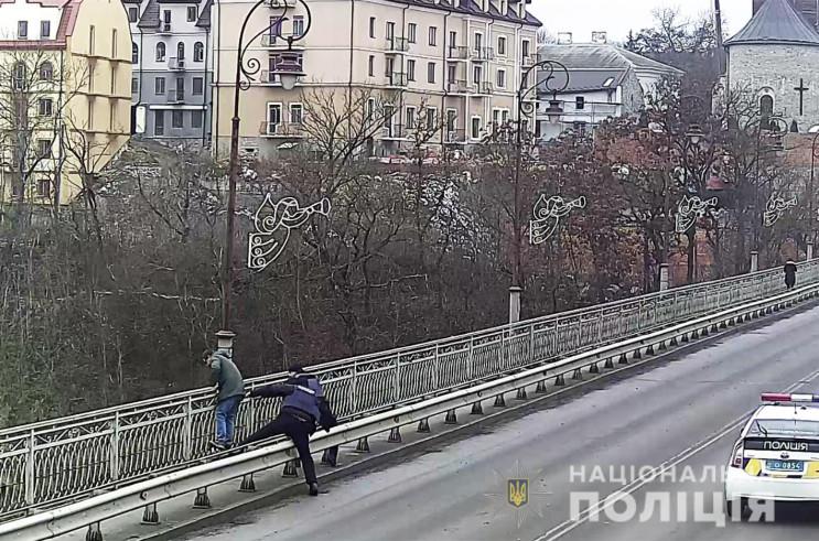 Намагався стрибнути з мосту: Кам'янецькі…