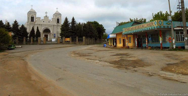 У Чернівецькому районі водія затисло в м…