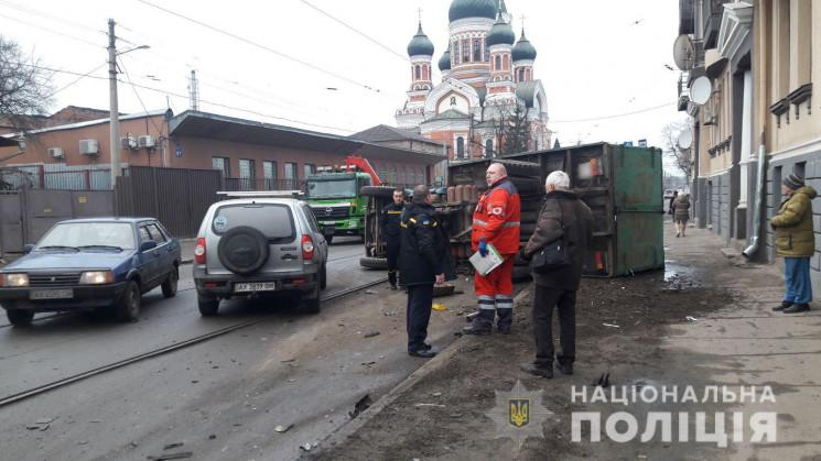 У Харкові врізалися легковик та вантажів…