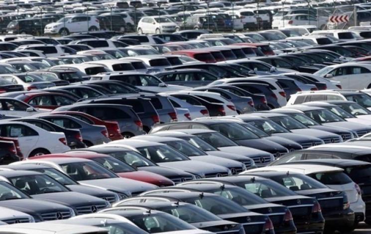 Майже вполовину більше нових автівок куп…