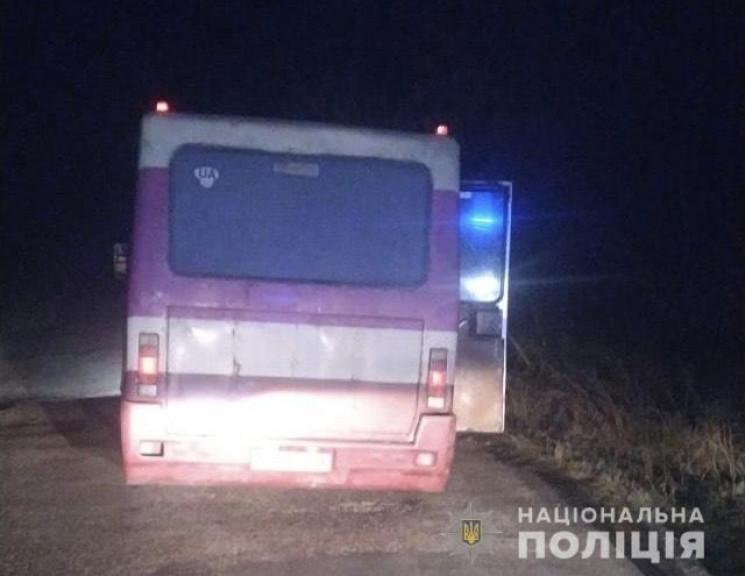 З автобуса на Тернопільщині випали двоє…
