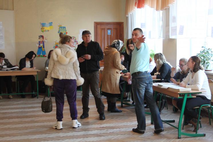 Во Львове молодежь пришла на выборы (ФОТ…