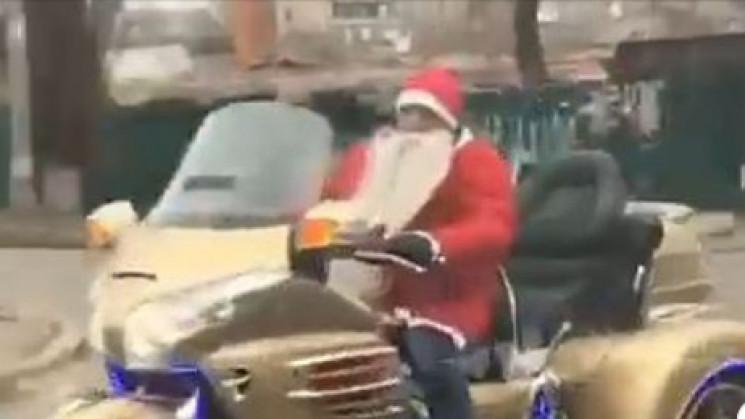 У Маріуполі помітили Санта Клауса на зол…