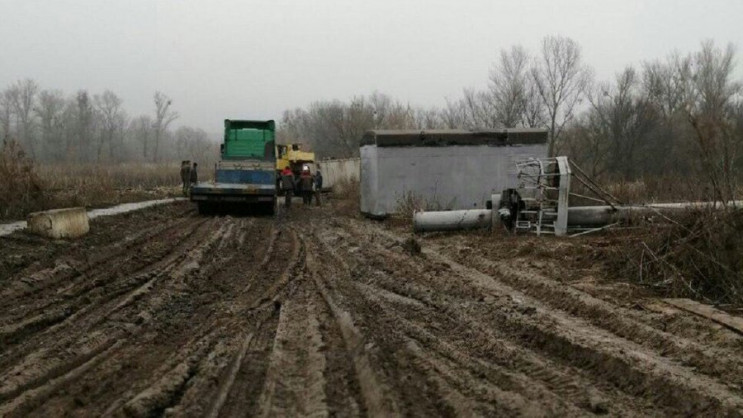 Півметра бруду і вантажівки газовиків: Ч…