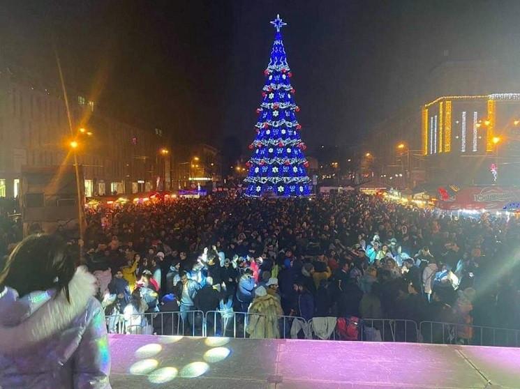 В Днепре тысячи людей встретили Новый го…