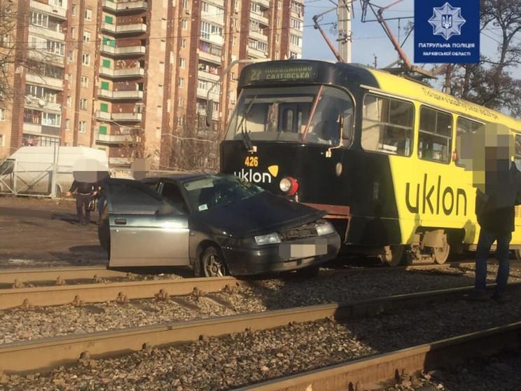 У Харкові легковик влетів під трамвай: П…