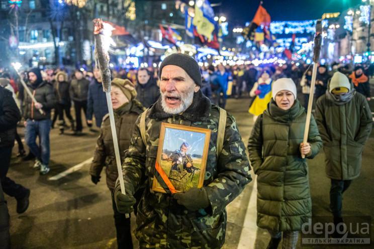 Как в Киеве факельным шествием поздравил…