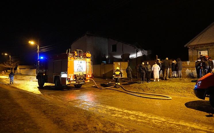 В Днепре два десятка пожарных тушили дом…
