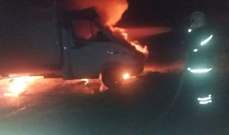 В Херсоне дотла сгорел грузовик…