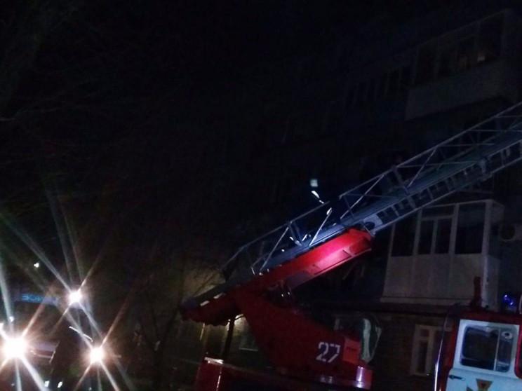 На Дніпропетровщині мешканців по драбині…