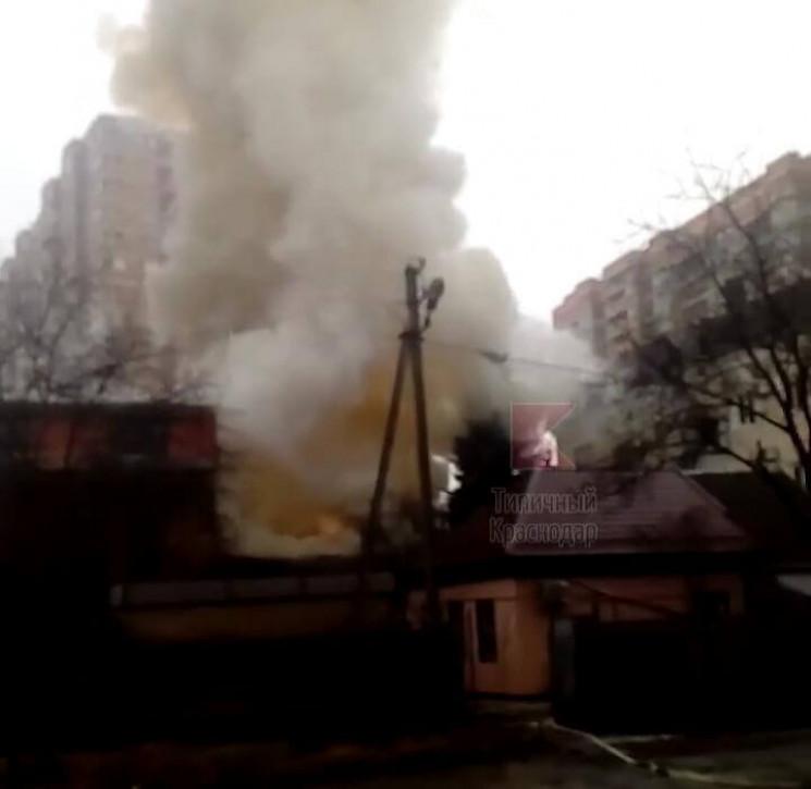 В Краснодарі загорівся житловий будинок…