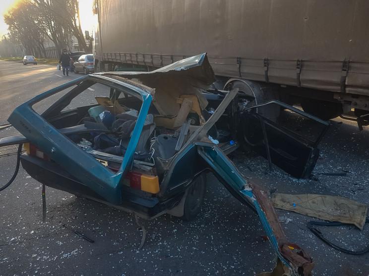 В Днепре столкновения с грузовиком уничт…