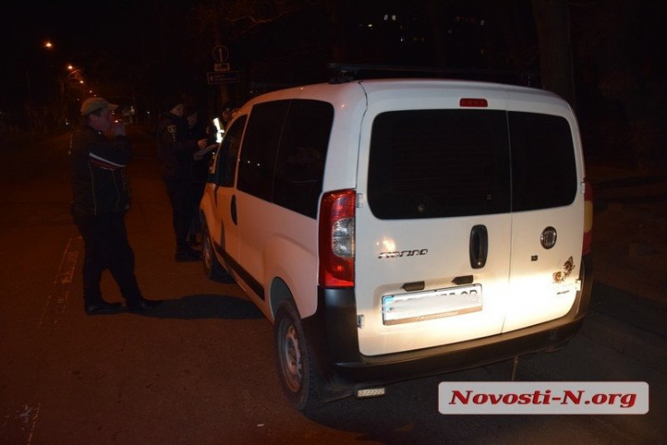 В Николаеве водитель забрызгал патрульны…