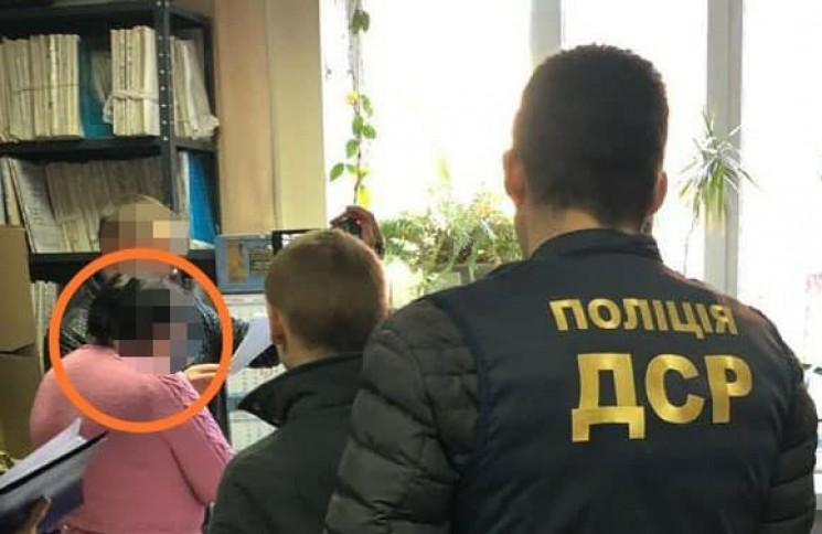 В Одессе на взятке разоблачили чиновницу…