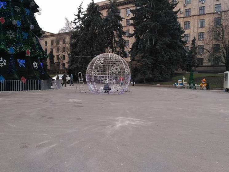 Праздничную иллюминацию с центра Днепра…