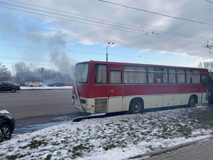 "По Дніпру їздив ""автобус-паротяг""…"