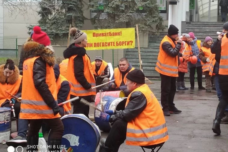 У Дніпрі пікетувальники грають на мітинг…