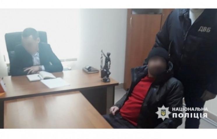 Прикарпатець намагався підкупити поліцей…