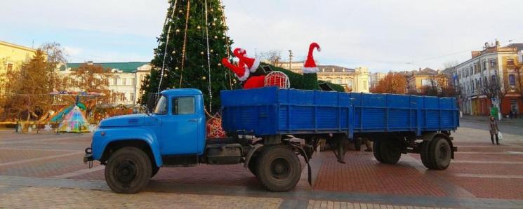 В центре Кропивницкого вырвали елку из н…