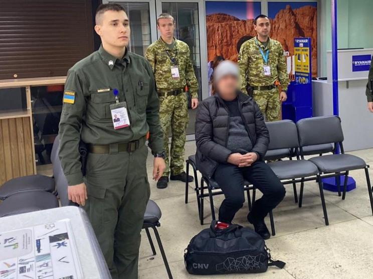 В херсонському аеропорту затримали інозе…