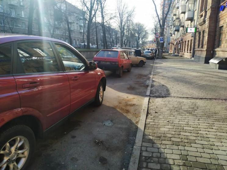 Проїзну частину вулиці у центрі Дніпра о…