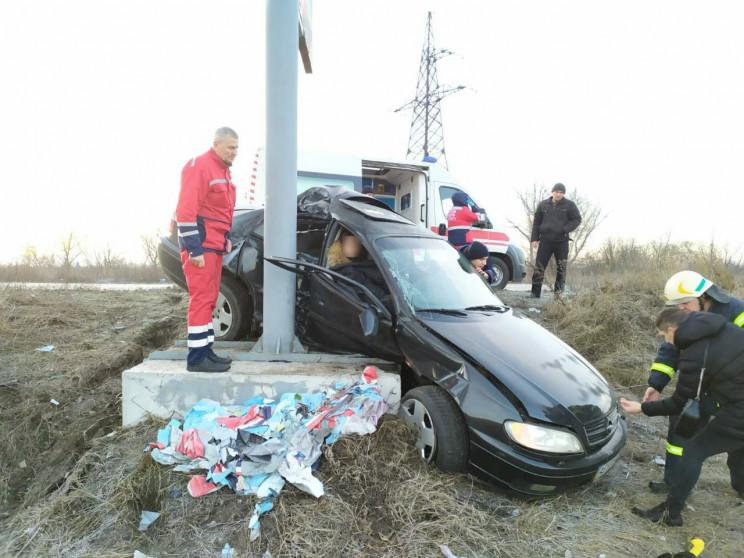 На Дніпропетровщині автівка врізалась у…