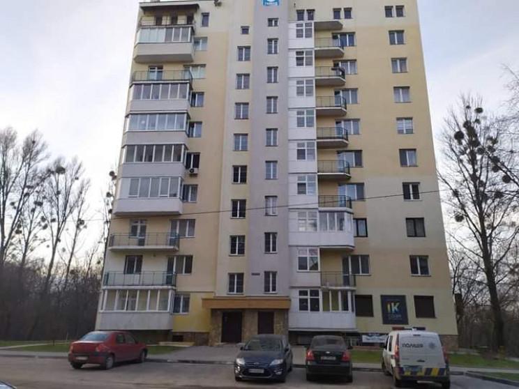 У Львові 25-річна жінка вистрибнула з 6-…