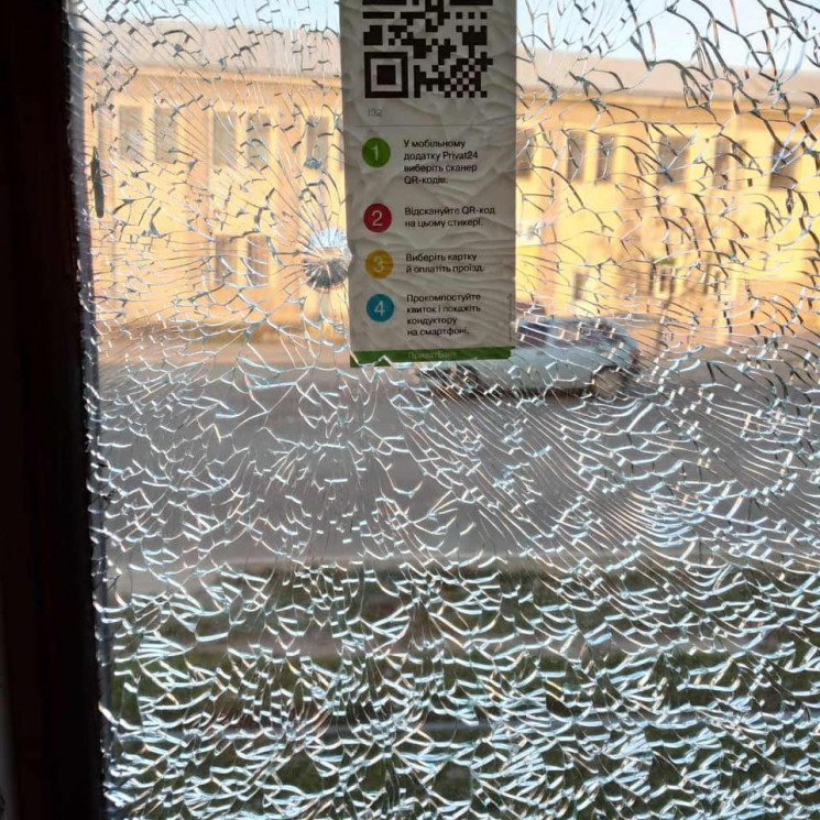 У Миколаєві невідомі обстріляли трамвай…