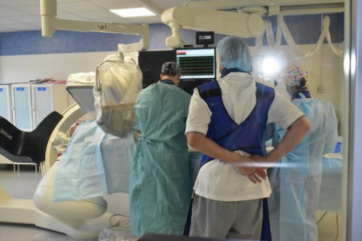 У Дніпрі лікарі врятували двох важкопора…