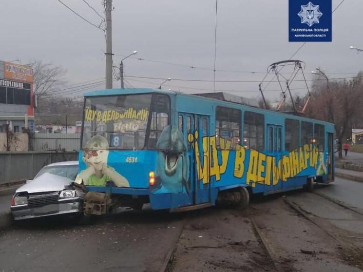 Внаслідок ДТП з трамваєм у Харкові постр…