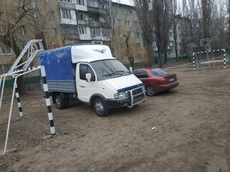 """У Мелітополі """"автохами"""" окупували футбол…"""
