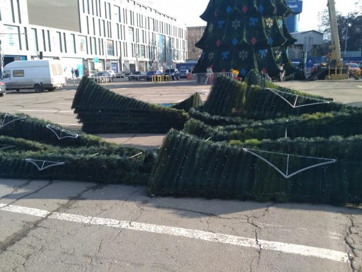 С центральной площади Днепра убирают гла…