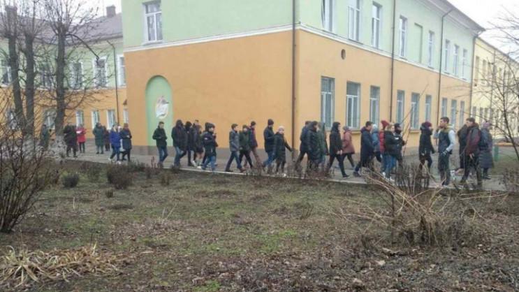 В Кривом Роге из школы эвакуировали всех…