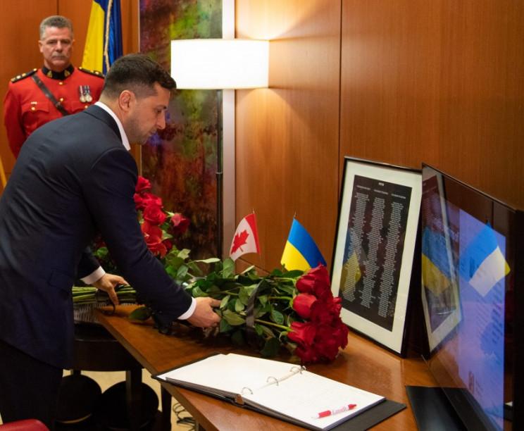 Зеленський відвідав посольство Канади та…