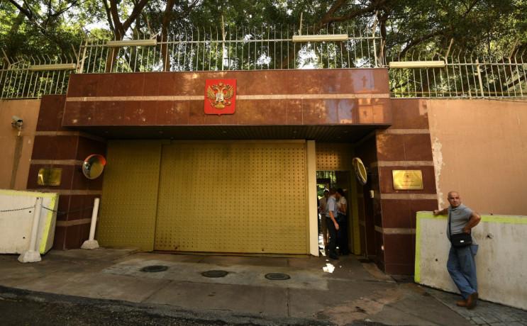 Посольство России в Ливане атаковали гра…