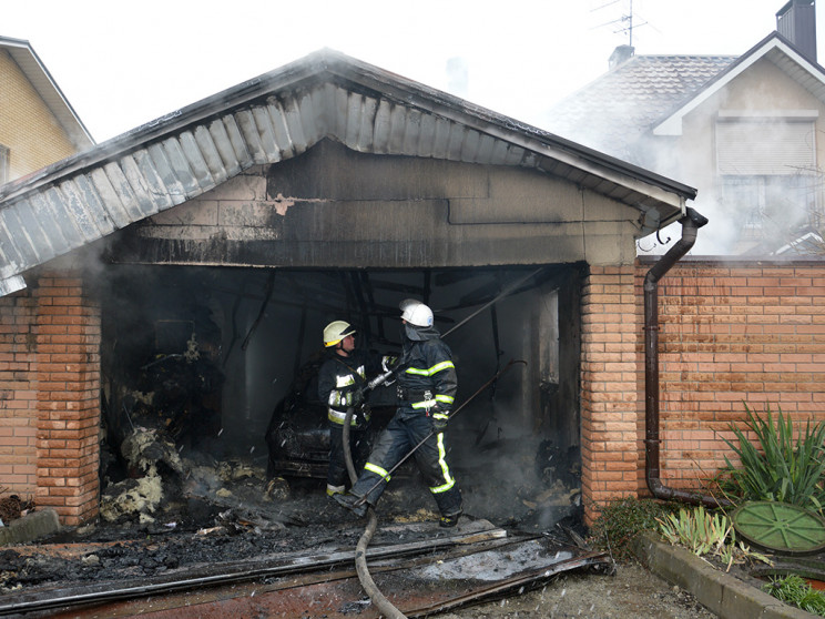 На Днепропетровщине пламя охватило автом…