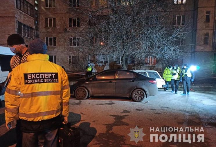 У Харкові біля під'їзду житлового будинк…