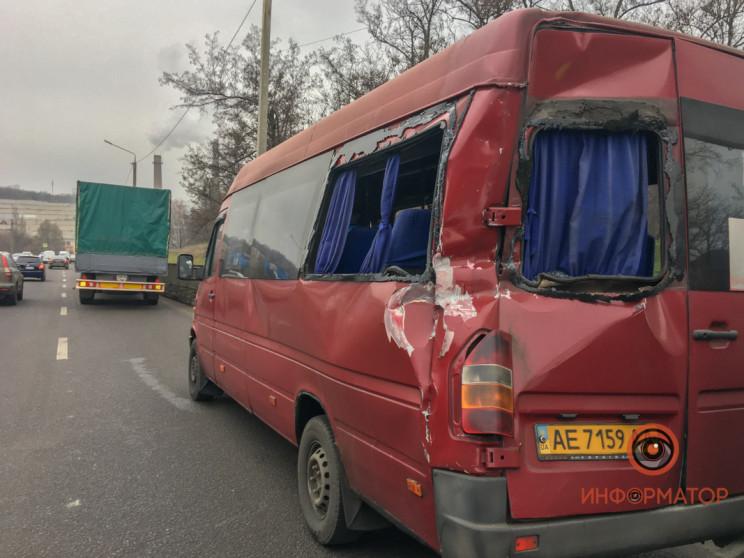 В Днепре грузовик протаранил маршрутку…