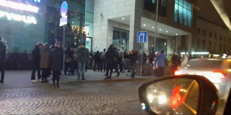 У Львові в торговому центрі виникла поже…