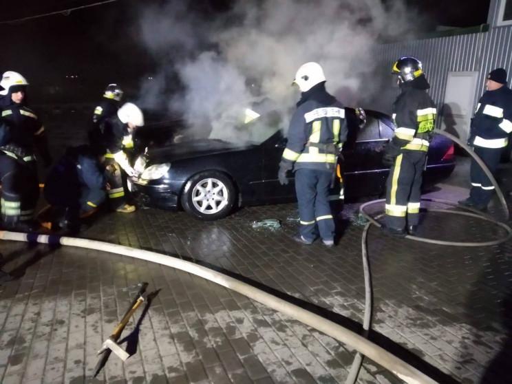 Вогнехреща: Біля Рівного горіли BMW Х5 т…