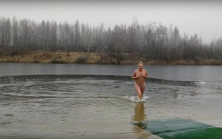 З'явилися нові фото і відео купань на Во…
